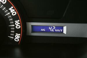 衝撃のリッター1km未満車も! エコ全盛の今では考えられない極悪燃費車5選