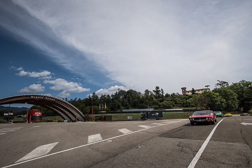 ランボルギーニが希少GTカーの50周年を祝う──エスパーダ&イスレロがイタリアを走り抜ける