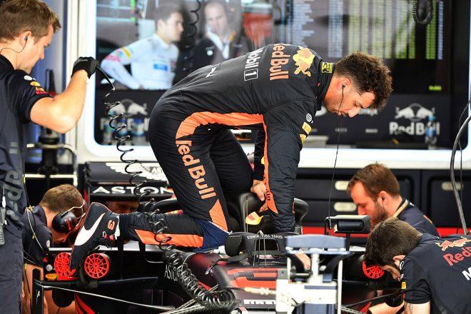 F1 Topic:リカルドのパワーユニット交換ペナルティで現場が混乱