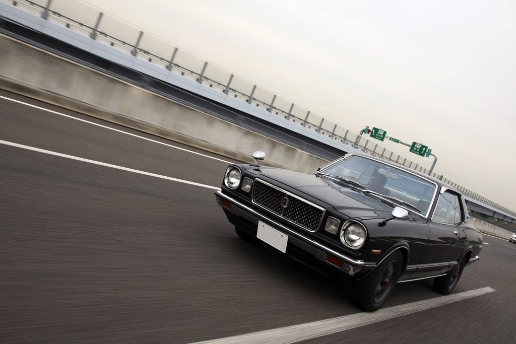 「内装フル張り替え&2JZ換装!」走りと高級感を大幅にアップした3代目マークII(MX30)登場!