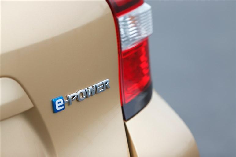 ノート e-POWERに試乗。新パワートレーン搭載で他を圧倒する出来栄えに