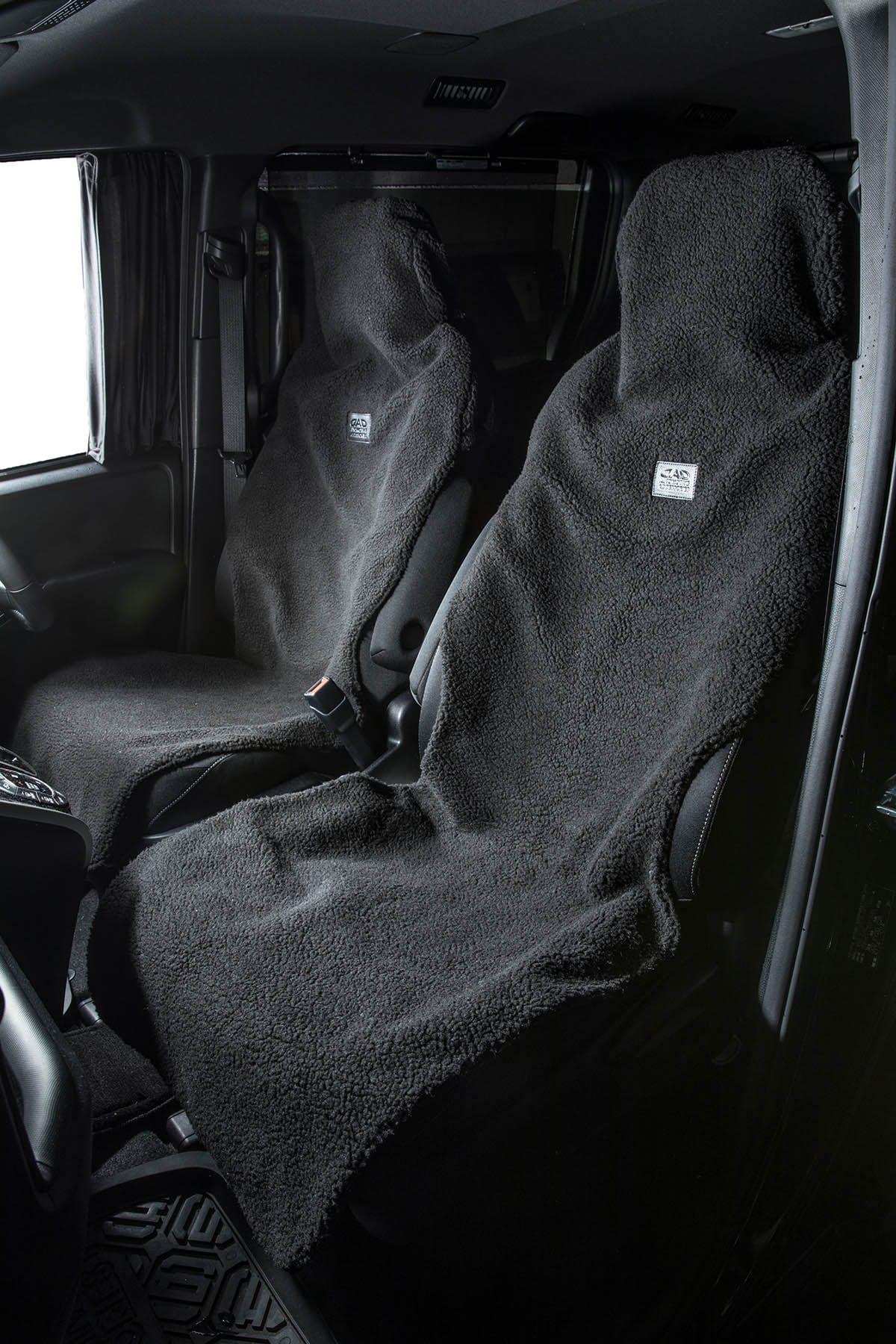 冬のアウトドア遊びにも安心の防水生地! フワフワとした心地良いシートカバーで、お洒落快適な内装コーディネイト