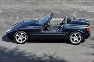 【今あらためて試乗】BMW Z1 量産車にない高い密度と開放感