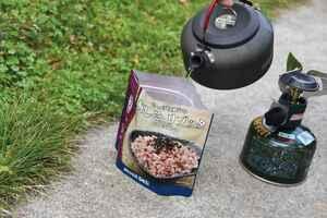 キャンプで便利なインスタント食品はここまで進化した! モンベルの「リゾッタ」シリーズを実食レポート