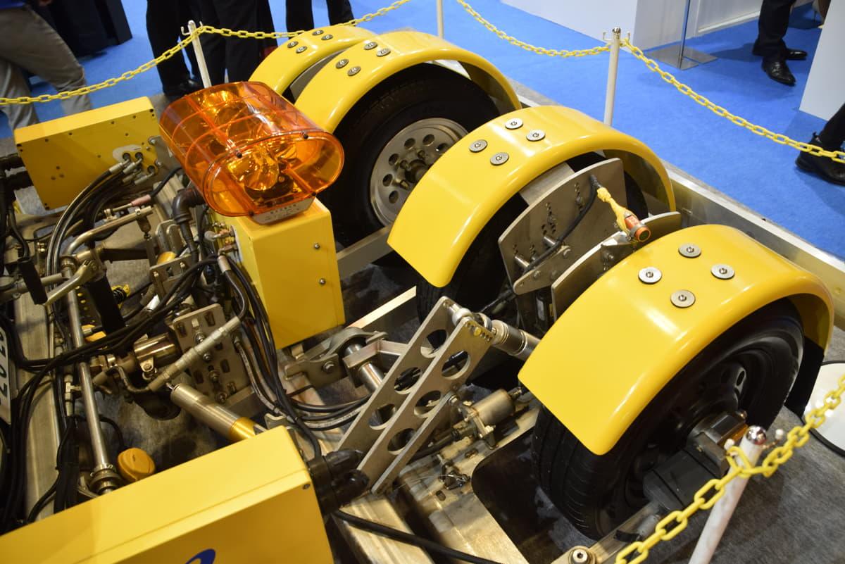 阪神高速の安全を守る! 得体の知れない4輪トレーラーの正体は路面計測機