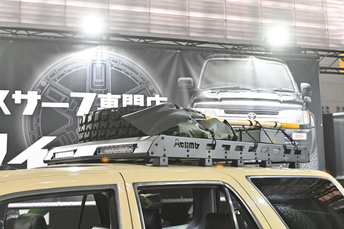 手軽にブラックアウト! 新型デリカD:5をUSトラック風の新提案! ネオクラなサーフのカスタムコンプリートも見られる!【東京オートサロン2020】