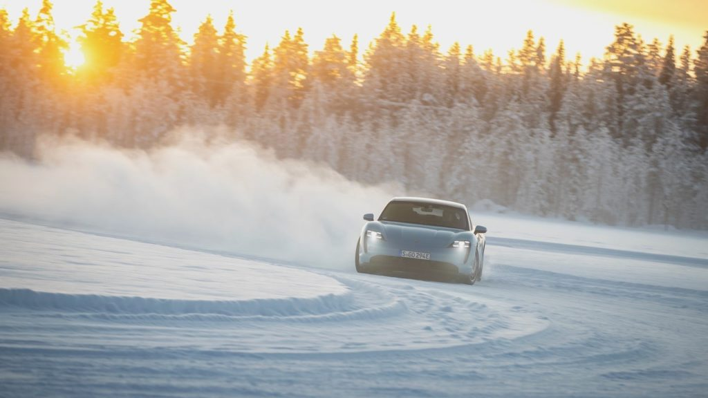 ポルシェ タイカン、極寒の北極圏でも抜群のパフォーマンスを披露!