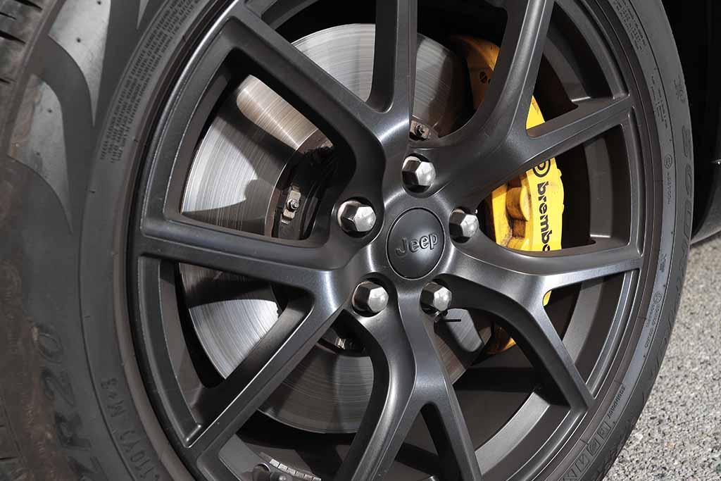700psオーバーのパワーを誇る驚愕SUV「ジープ グランドチェロキー トラックホーク」【JAIA輸入車試乗会】