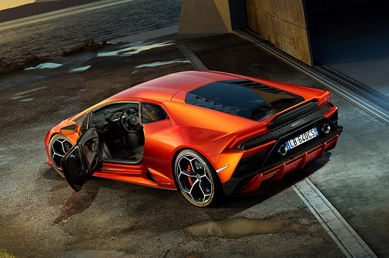 ランボルギーニ、ウラカンに新たな高性能モデル「EVO」を設定。次世代のコントロール技術を採用