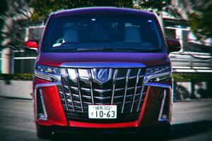 日本では敵なしのトヨタ アルファード! 世界の「オラオラ顔」ライバル車5選