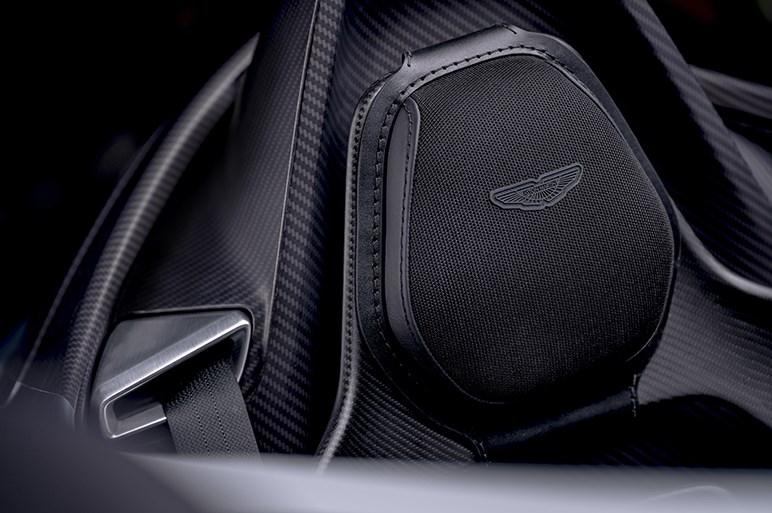 限定88台。アストンマーティン V12スピードスターは、フルオーダーでお値段最低1億円