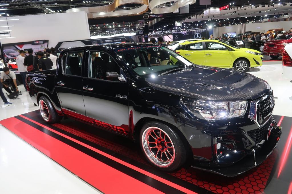 自動車メーカーがカスタマイズカーを展示!クルマ意識が高まる東南アジア