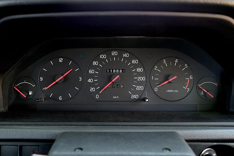 ボルボ・クラシック ガレージでリフレッシュしたボルボ240と940に乗った