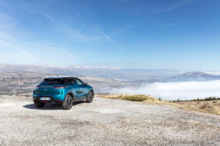 フランス発の小型高級SUV、DS3 クロスバックの超個性的スタイルは日本で成功するか?