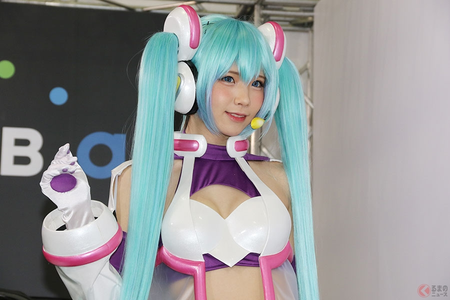 日本唯一のプロコスプレイヤー「えなこ」が初音ミクになる! 東京オートサロン2019に降臨