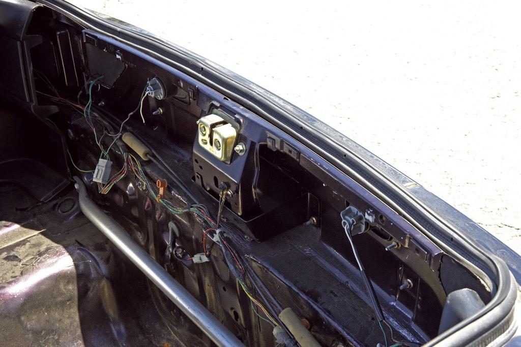 「このクルマのベース車両が分かる人などいるのだろうか…」衝撃のカスタムマシン登場!