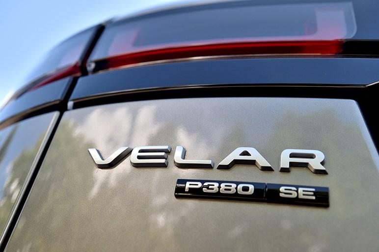 美しきSUV「ヴェラール」に試乗。インパクトをもたらす4つの理由とは?