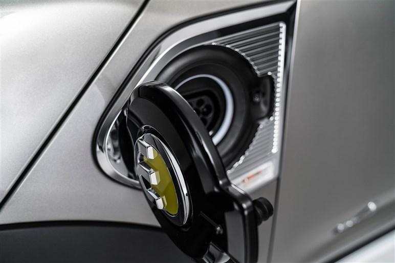 次期ミニクロスオーバー&PHV発表。PHVは4WDでEV航続距離40km