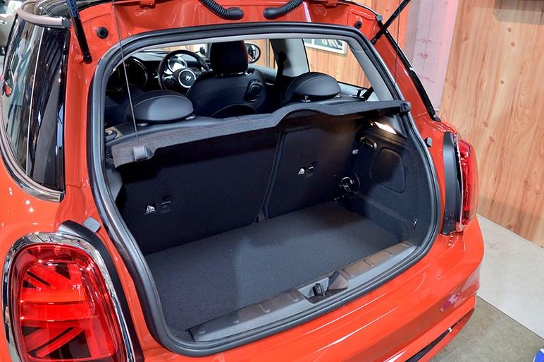 ミニがマイチェン。ガソリン車に7速DCT採用、コネクテッド機能も導入