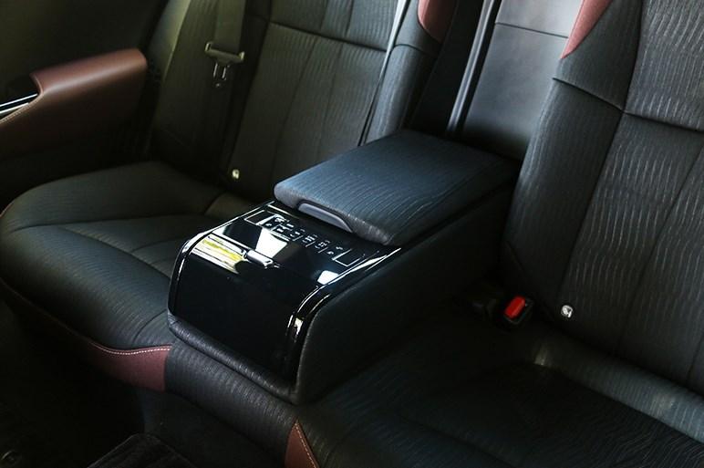トヨタ クラウン試乗。高くても売れている高級セダン