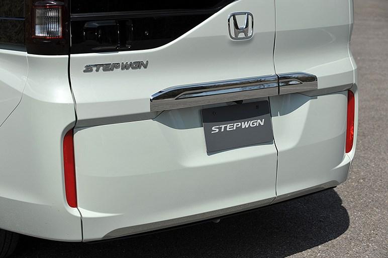 5代目ステップワゴンに超速試乗、新採用「わくわくゲート」が面白い