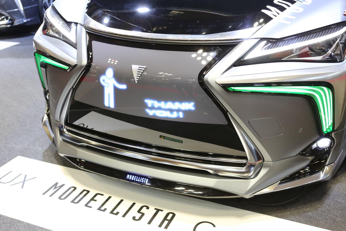 コミュニケーションを図るクルマが出現! 近未来の自動車カスタムはこうなる?