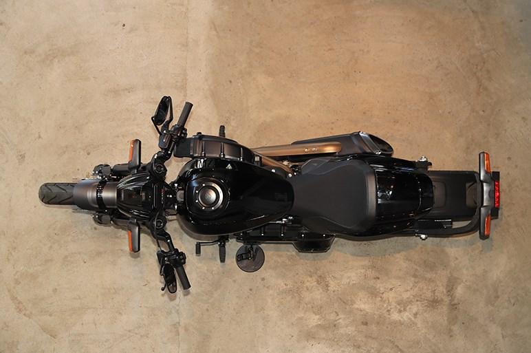 ドラッグレーサースタイルの新型ハーレーFXDR114は直線番長なのか?
