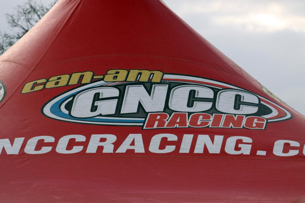 アメリカの超絶人気なGNCCシリーズに、誰でもフルサポートで出場できるプログラム