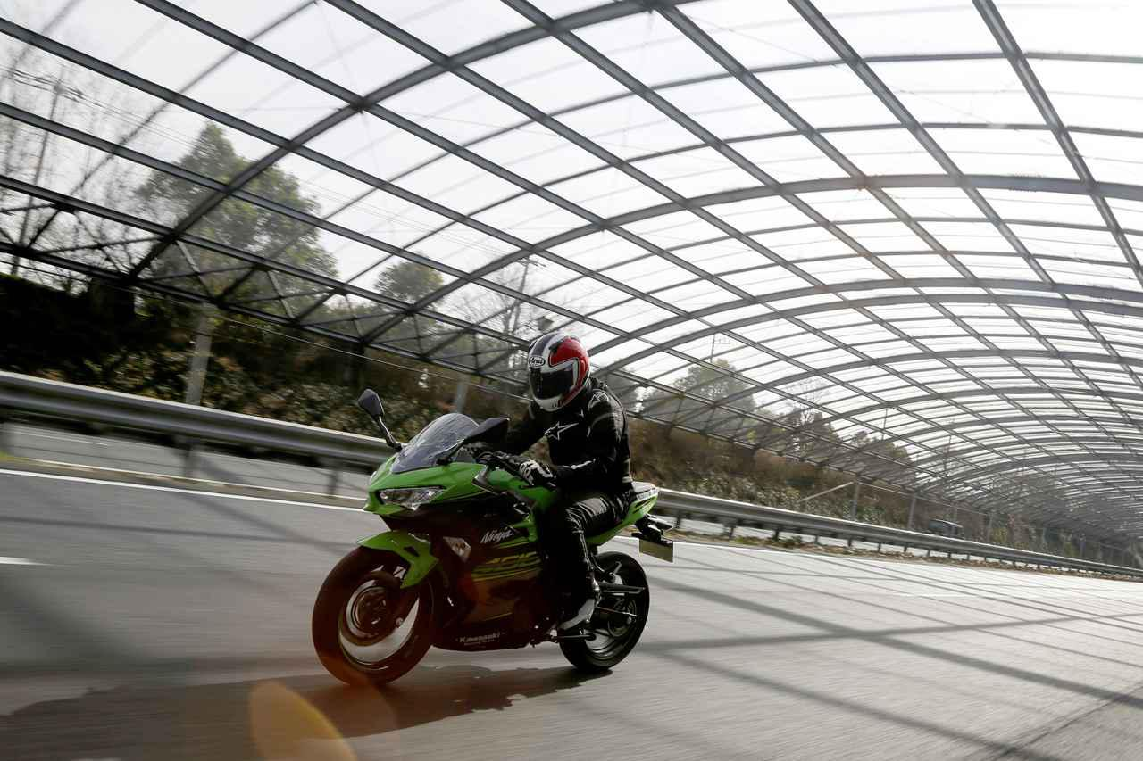 カワサキ「Ninja400」を徹底解説! 日本のヨンヒャクの歴史をひっくり返した大逆転モデル【現行車再検証】
