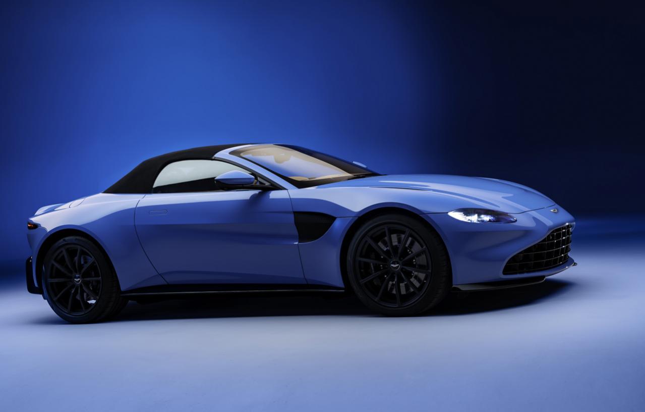 アストンマーティン「ヴァンテージ」にオープンモデルの「ロードスター」が登場! 軽量ファブリックルーフを採用|ハイエンドスポーツカー速報