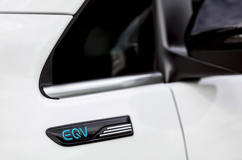 独メルセデス、Vクラスベースの電動ミニバン「EQV」を公開