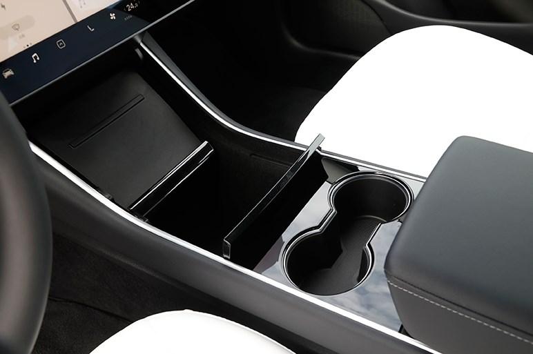 テスラ モデル3に新しい「クルマという空間」の作り方を見た
