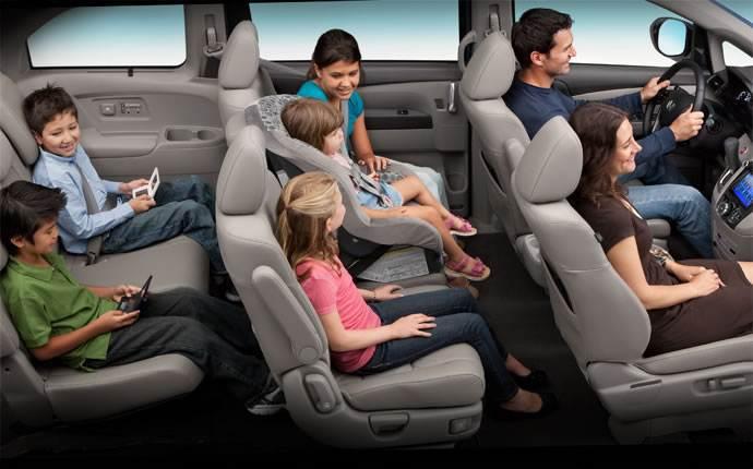 乗車定員7人乗りのミニバンは大人1人と子供10人までOK? 【正しい乗車定員教えます】