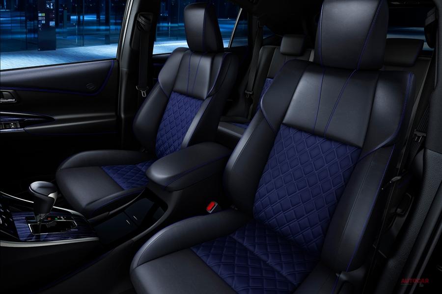トヨタ・ハリアー特別仕様車「スタイル・ブルーイッシュ」 内装/価格