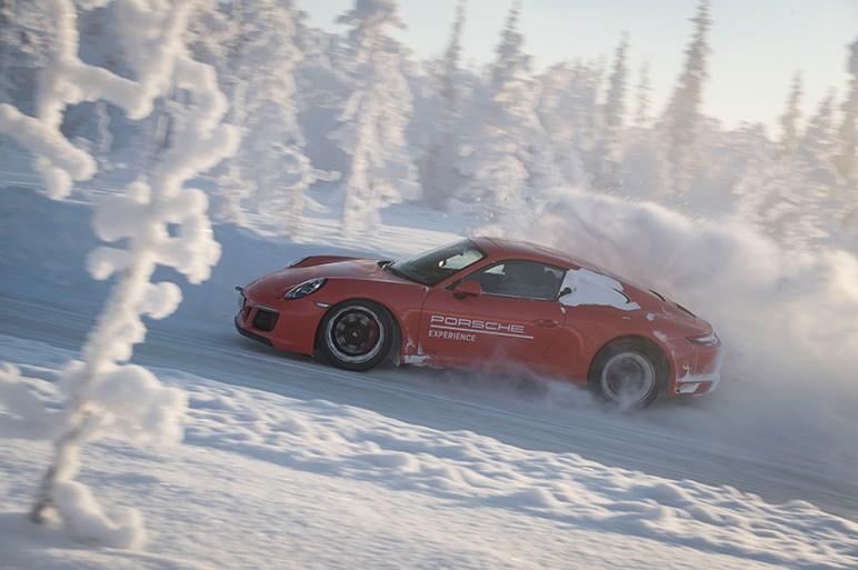 ポルシェの最新4WDシステム・PTMは雪上ドリフトが楽しかった