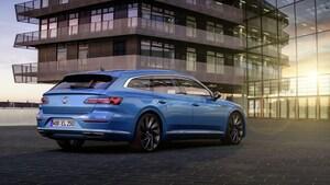 VWの旗艦、アルテオンがフェイスリフト。ワゴン版のシューティングブレークも登場