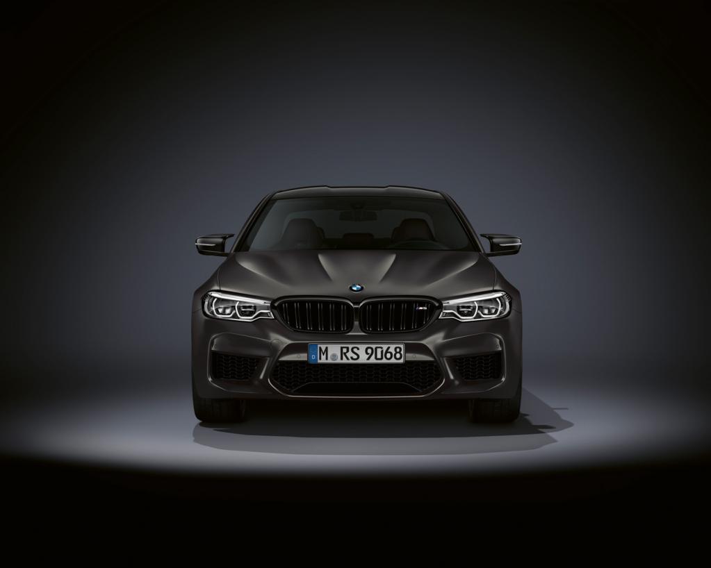 BMW M5に生誕35周年を記念した10台限定の特別モデル「35 Jahre Edition」が登場!