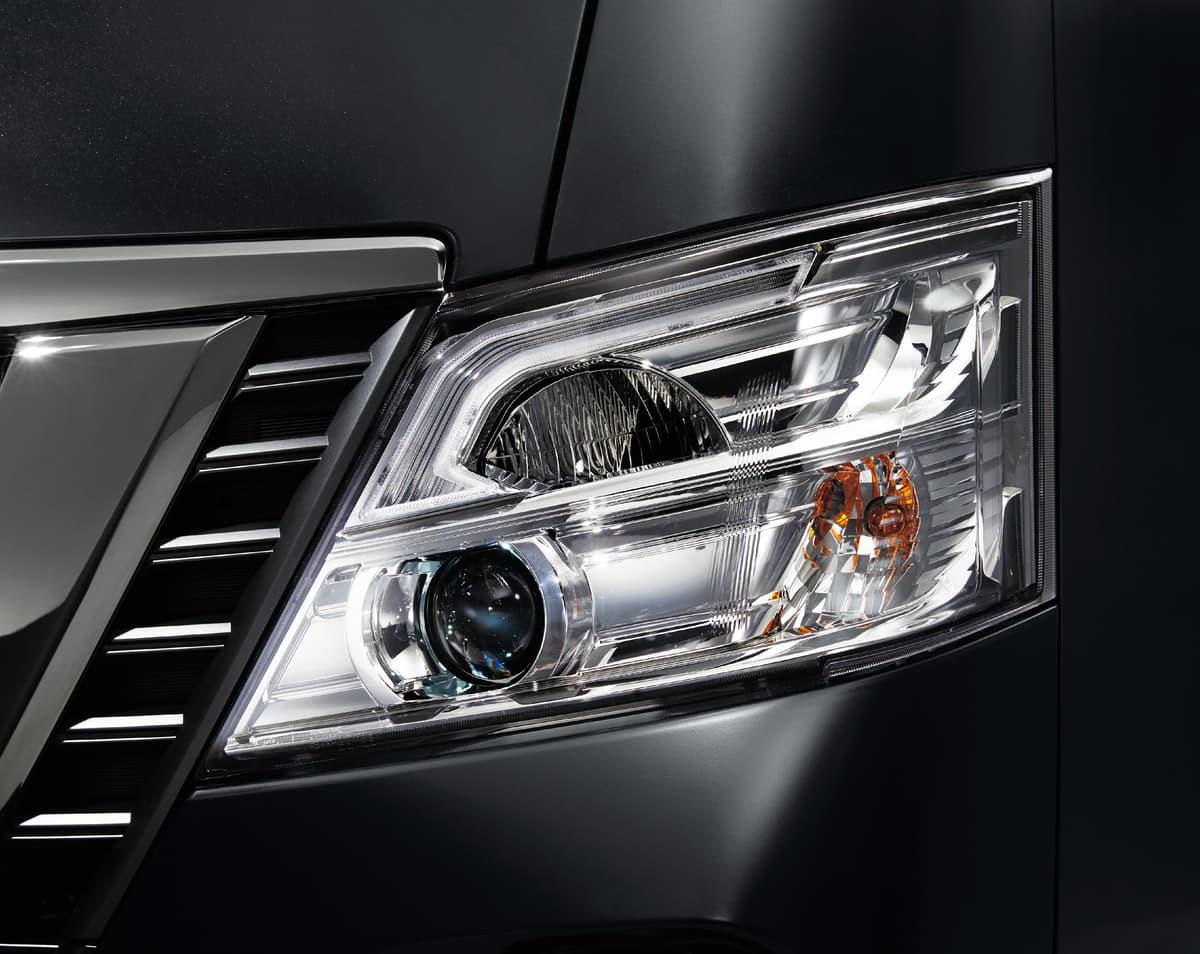 日産、NV350キャラバンにドレスアップパーツを装着した特別仕様車を発表