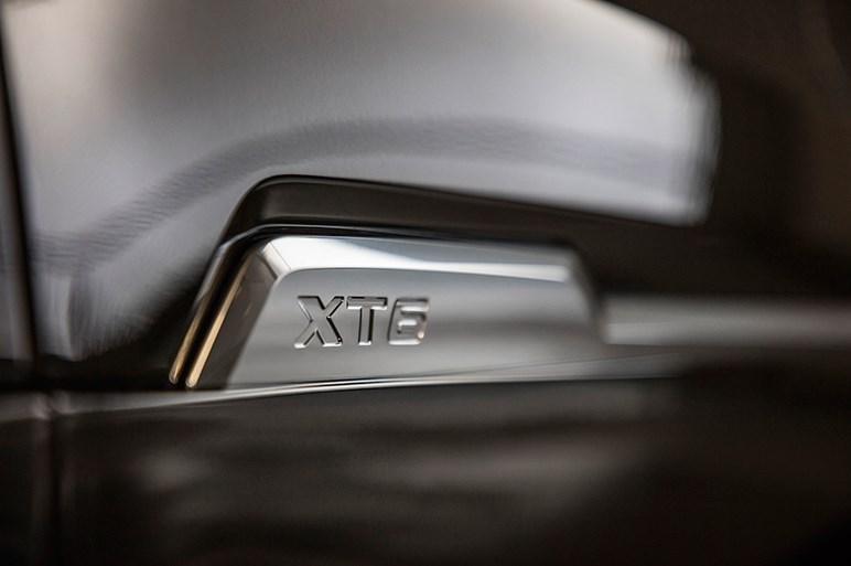 キャデラック、3列シートSUV「XT6」を初披露
