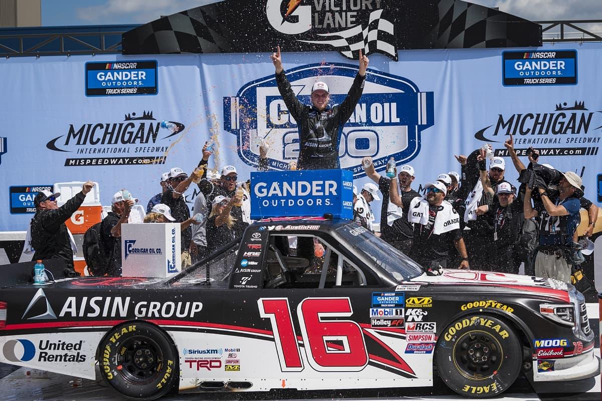 NASCARトラック・シリーズ第16戦、圧倒的な速さを見せたHRE16号車が優勝