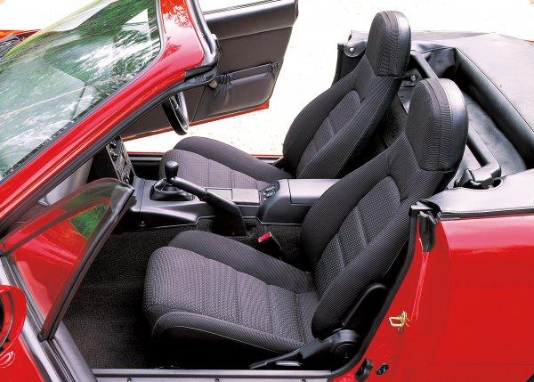 【あくなき追求で個性派世界一に】一度は座りたい個性的な日本車シート5選