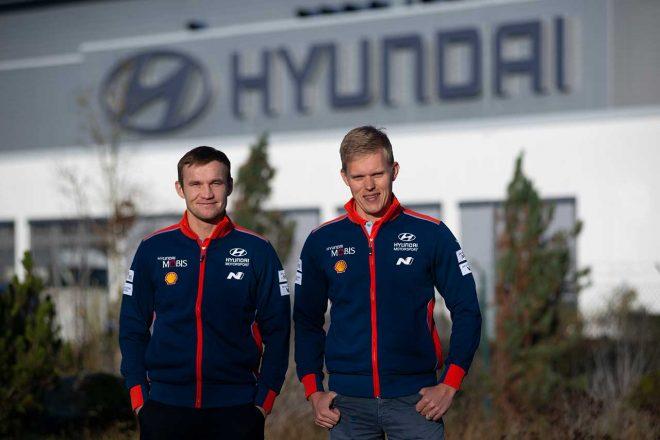 WRC:トヨタ離脱のオット・タナクがヒュンダイの拠点訪問。「初走行でマシンにはいい驚き」