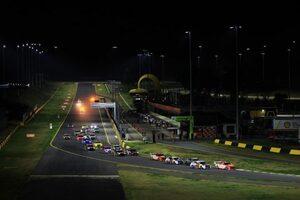 豪州SC:第3戦シドニー。異例ずくめのナイトレースは王者が制覇。シリーズ初優勝者も誕生