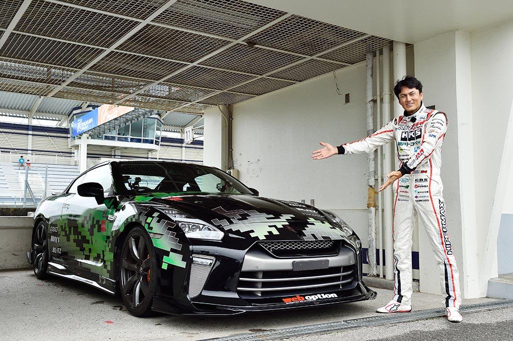 「メカドルR珍道中」レーシングドライバー谷口信輝が筑波でメカドルRに緊急試乗!