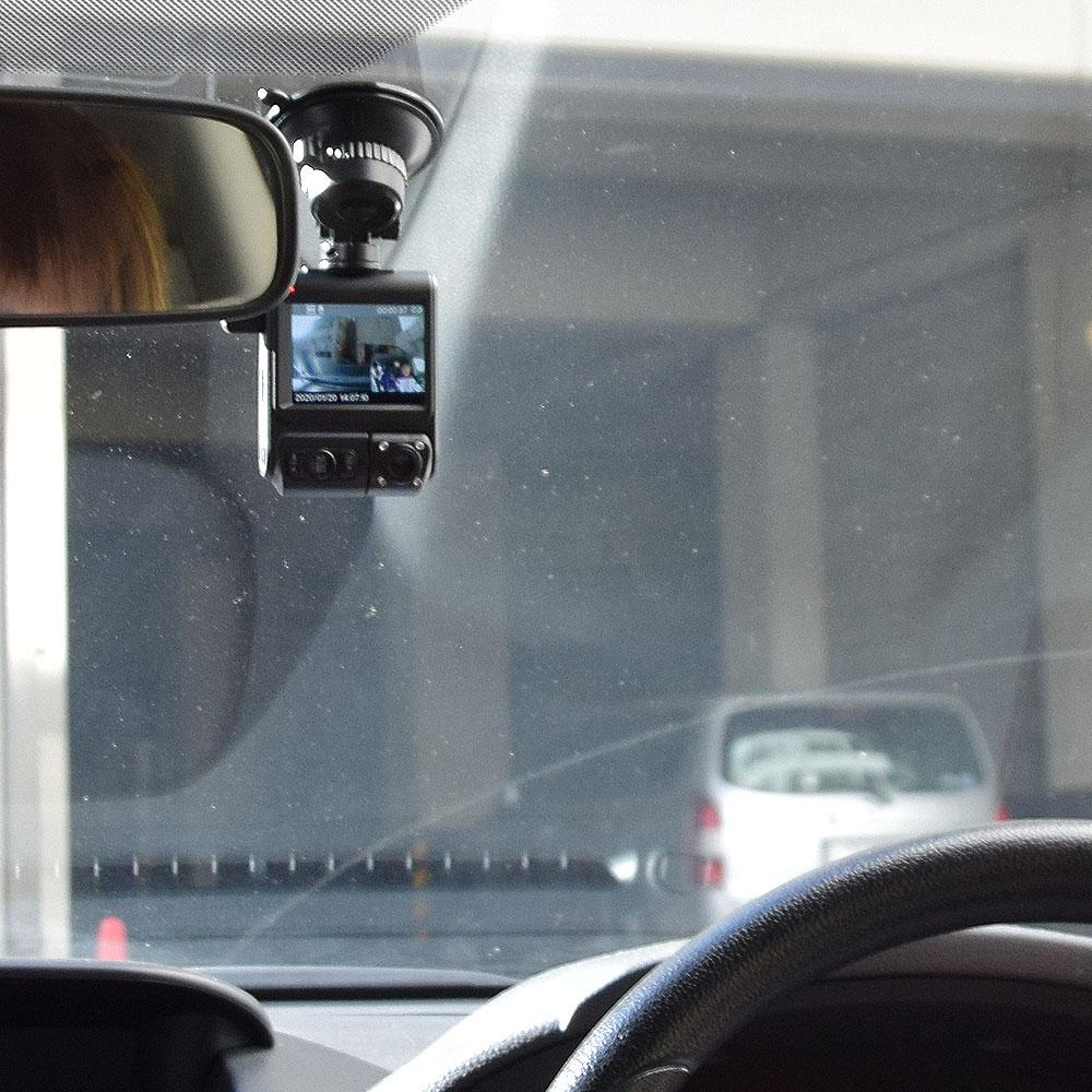 赤外線ライトと超高感度カメラを搭載!暗い夜でも鮮明に記録できるサンコーの車内カメラ付き前後撮影ドライブレコーダー