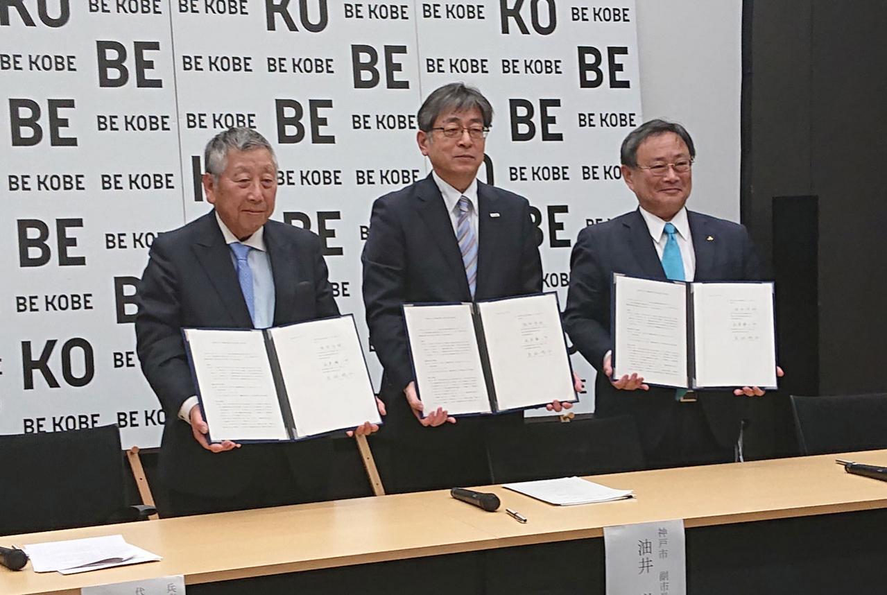 三菱自動車が埼玉県&神戸市と「災害時協力協定」を締結。アウトランダーPHEVなどの電動車を提供
