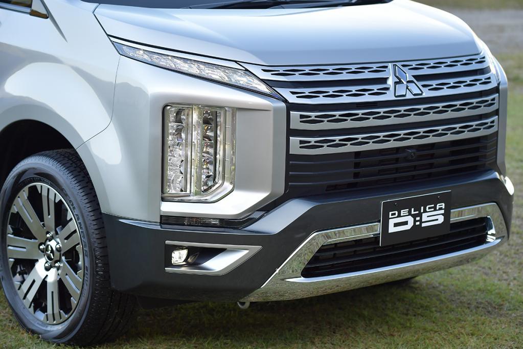 三菱自動車の「新型デリカD:5」を 速攻【見た目】インプレッション「そ、そうきたか!」