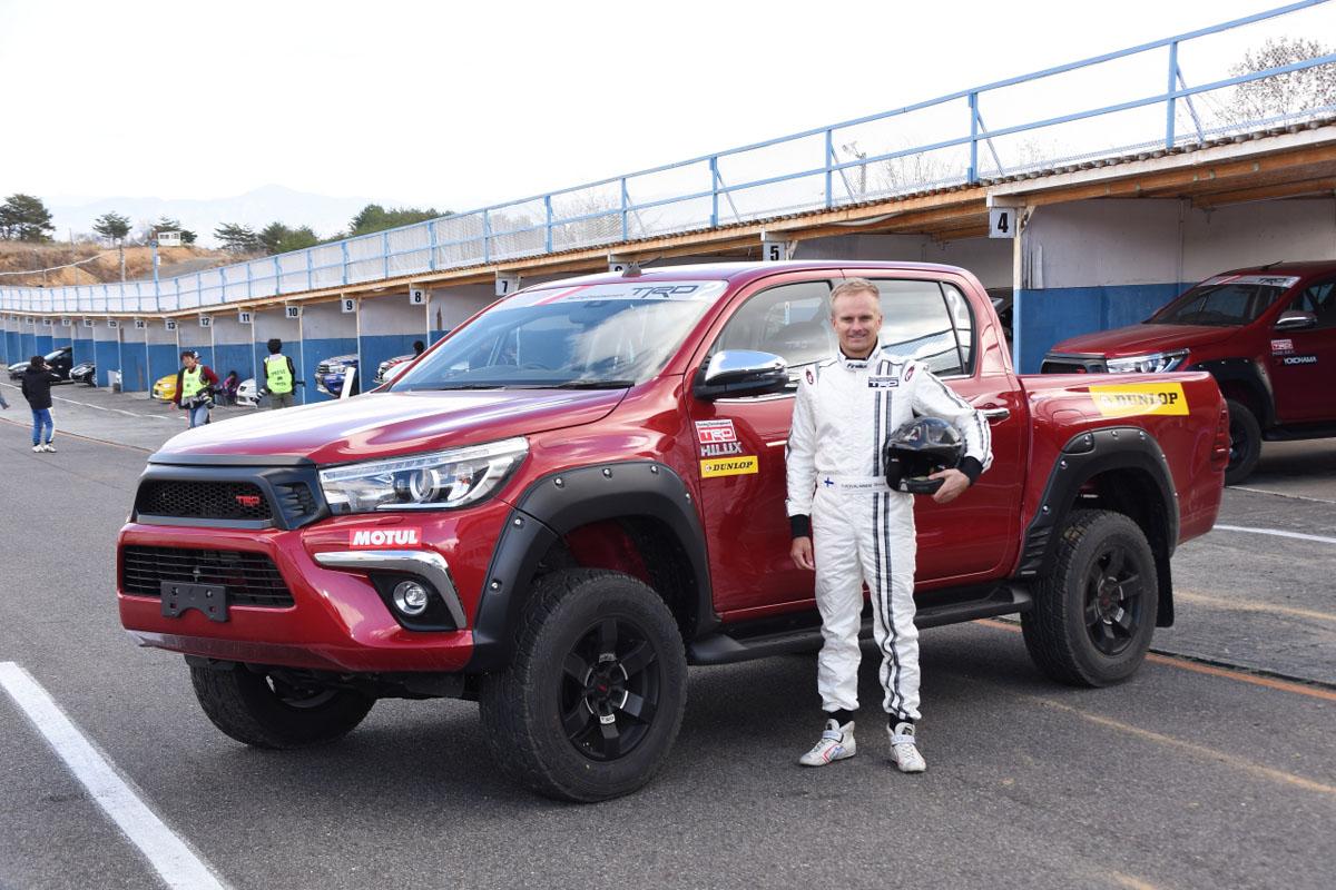 ヘイキ・コバライネンも楽しんだ! トヨタ・ハイラックスで走る「ラリークロス」とは