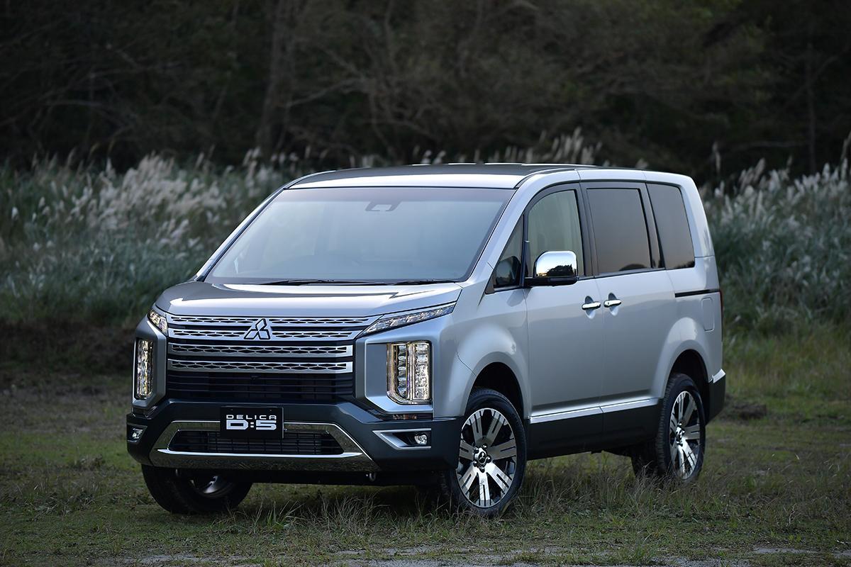 縦型ライトが特徴的な三菱自動車の新型デリカD:5の予約注文を開始! 価格は約385万円から