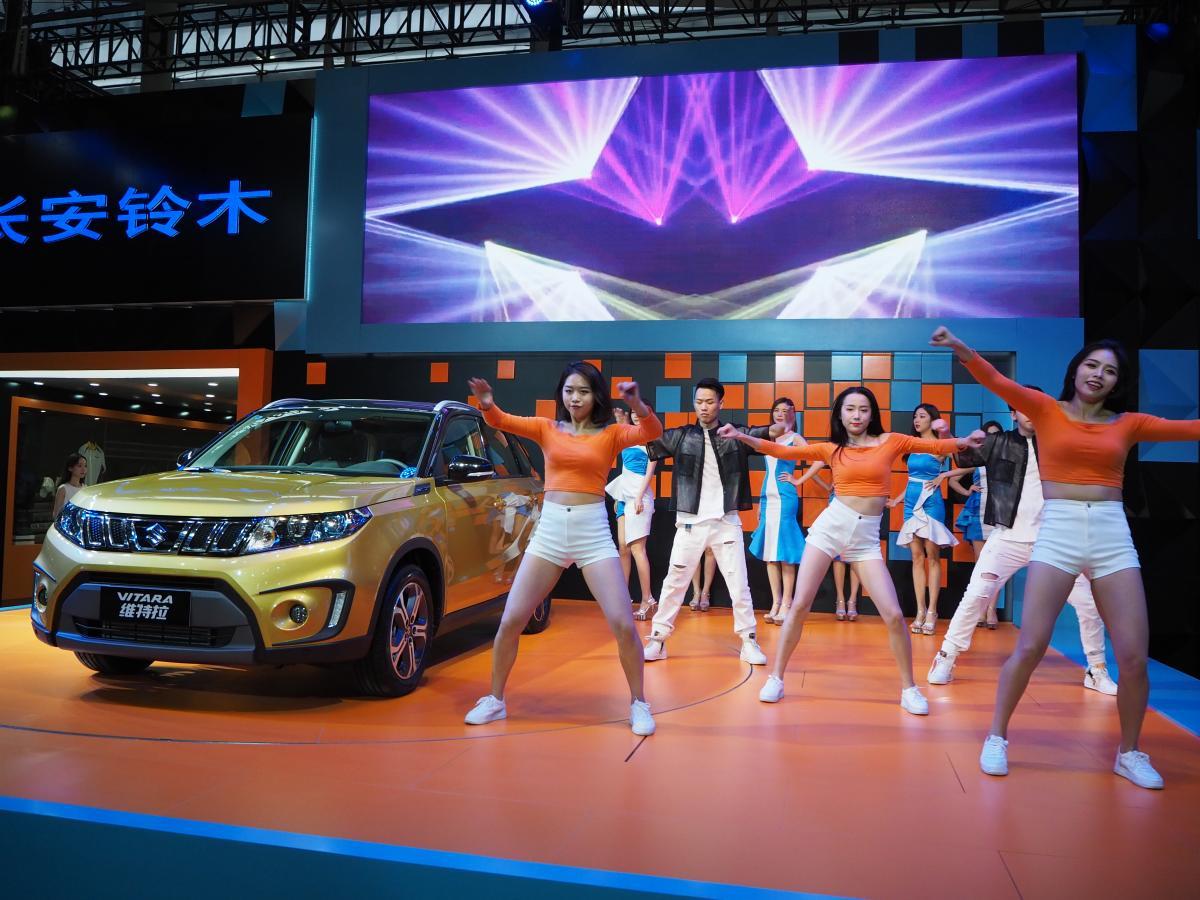 怪しいパクリキャラに野外ライブ! 中国・広州モーターショーの勢いは日本も見習うところアリ